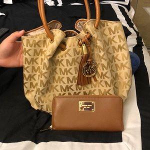 Michael kors purse, never used.